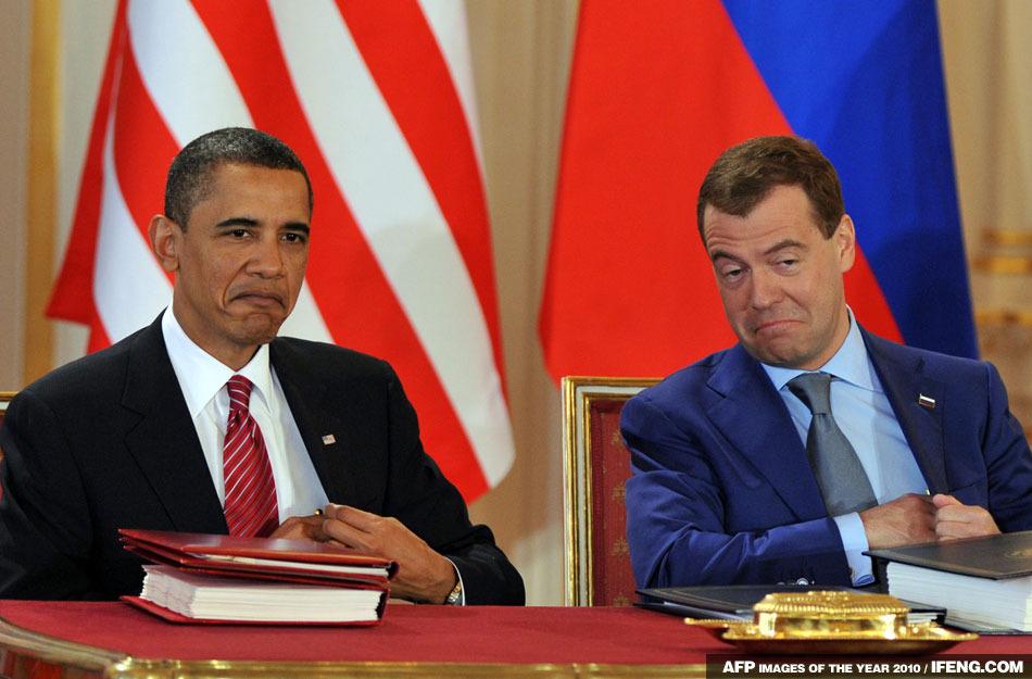 美國總統奧巴馬和俄羅斯總統梅德韋傑夫在簽署削減戰略武器條約