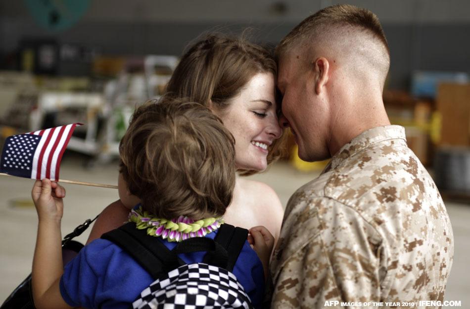 曾在阿富汗執行任務的士兵Danie回國,和家人團聚,十分溫馨