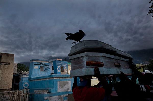 圖片:海地地震後的一場葬禮