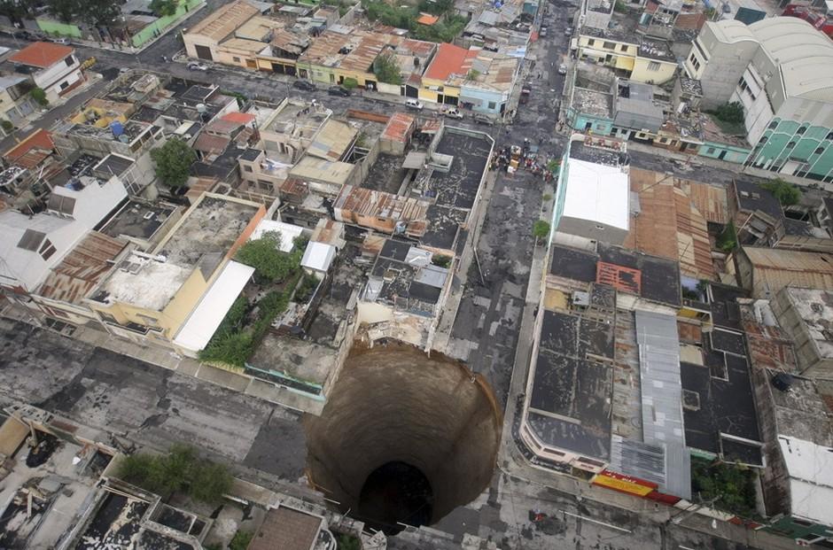 圖片:危地馬拉城的Ciudad Nueva地面出現大洞