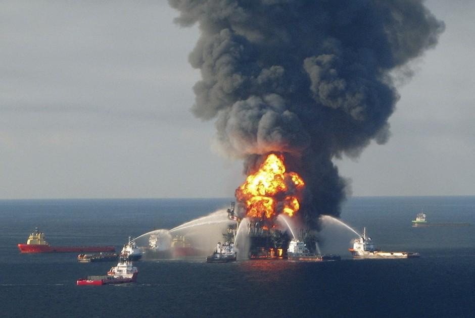 圖片:美國路易斯安那州深水地平線鑽井平台失火