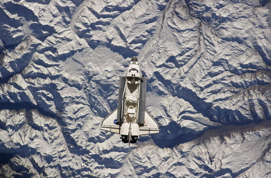 圖片:亞特蘭蒂斯號航天飛船掠過安第斯山脈上空