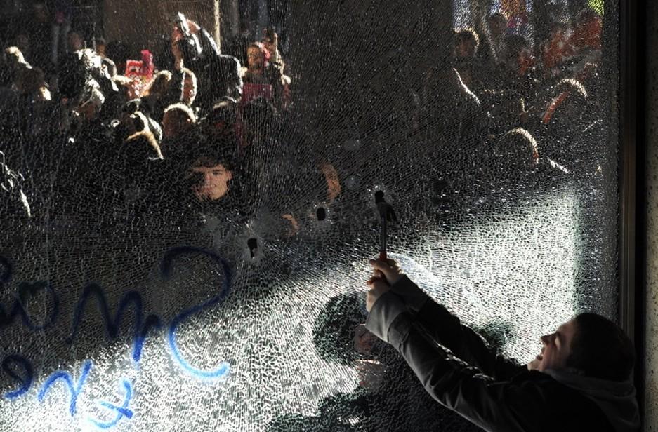 圖片:倫敦中心爆發反對提高學費的抗議遊行