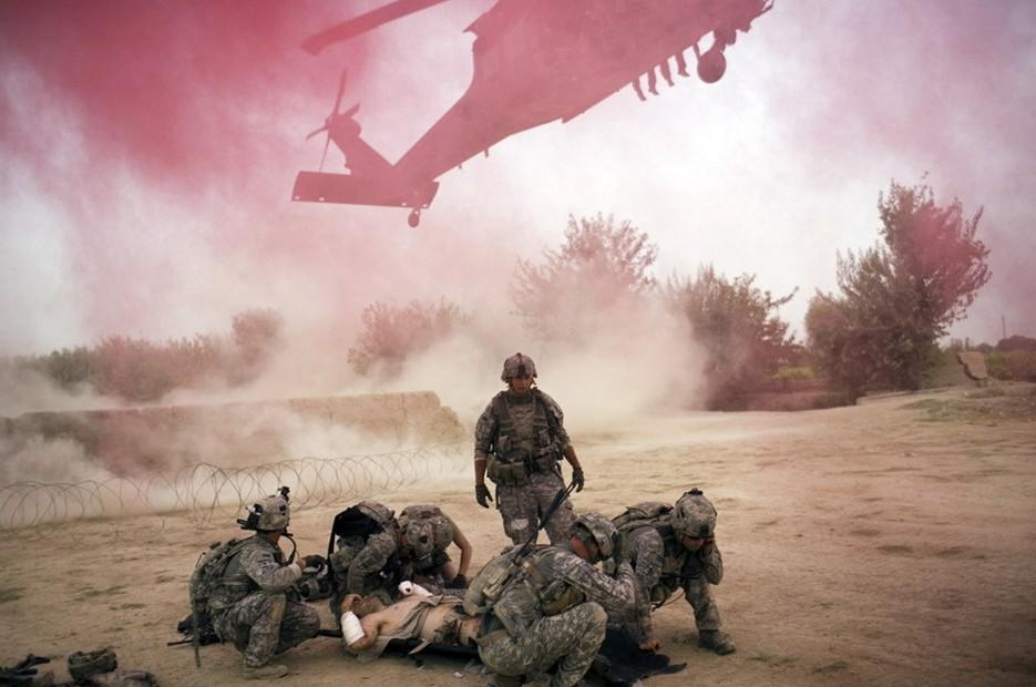 圖片:一架美國直升機轉移24歲的傷者