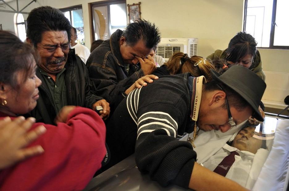 圖片:親友出席年僅17歲的路易斯-阿爾貝托-維托爾的葬禮