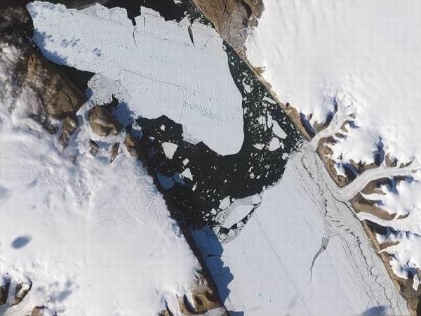 圖片:冰山巨人崩塌